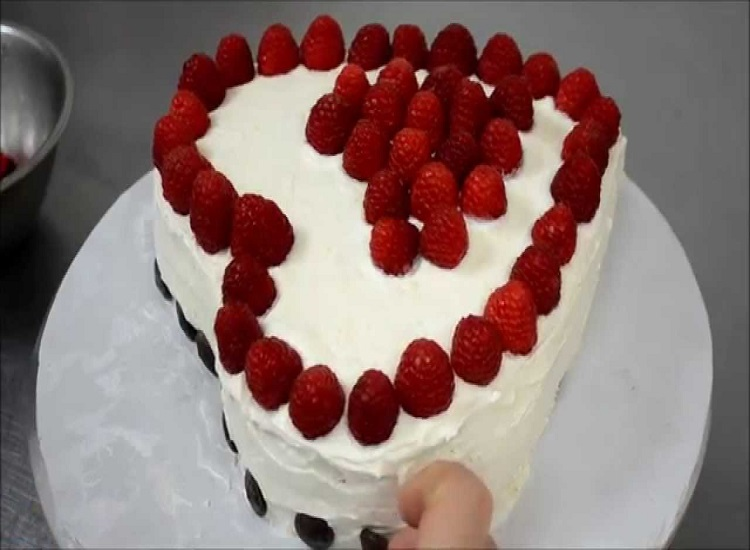 The Best Strawberry Heart Cake Quick Dessert